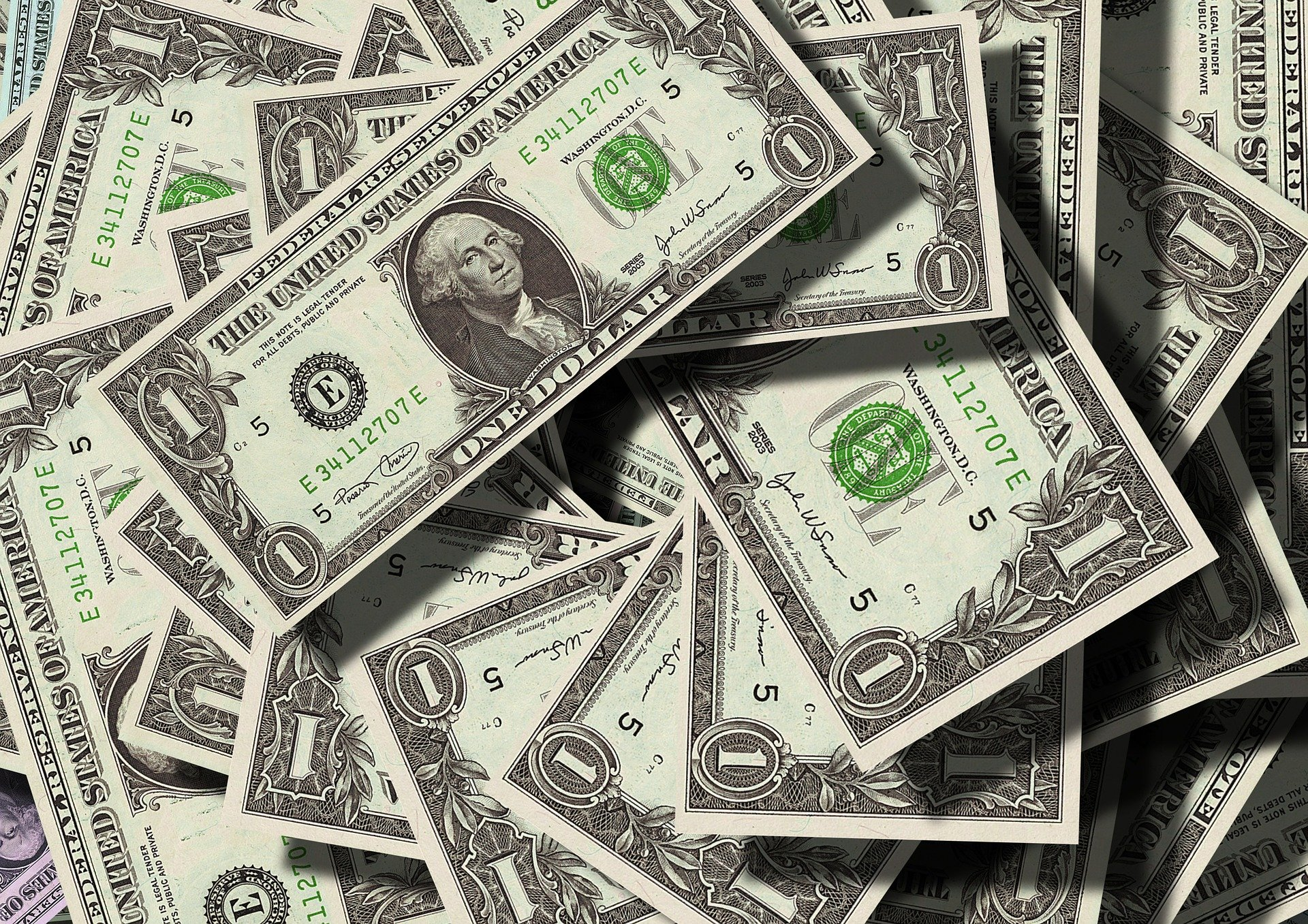 Man Burns $1 Million To Avoid Paying it to His Wife and Child