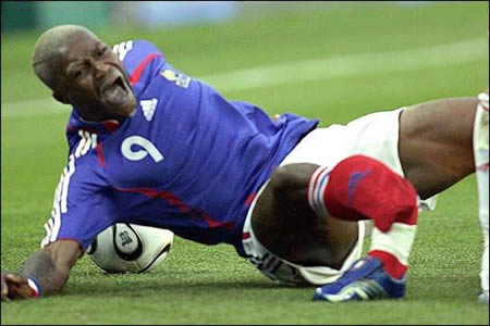 12 of the Worst Soccer Injuries of All Times - soccer injury