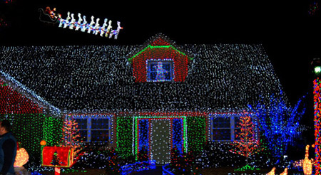 12 amazing christmas lights around the world christmas lights cool christmas lights oddee