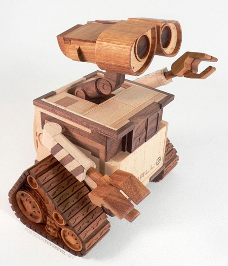 6WALL E Wooden Sculpture