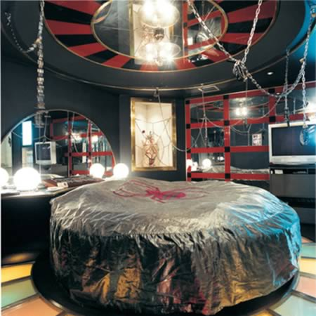 Craziest Love Hotels Love Hotels Oddee - Bizarre themed rooms