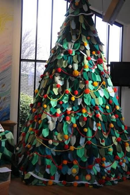 6Knitted Christmas Tree