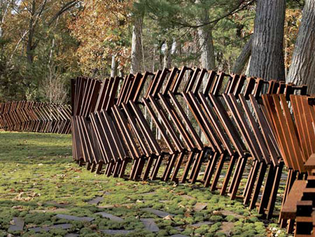 15 most creative fences cool fences creative fences oddee for Creative privacy fence ideas