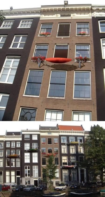 10 most amazing balconies cool balconies amazing for Balcony hammock