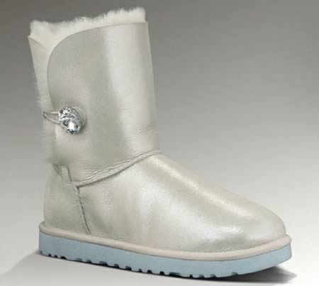 551c0d4cd 10 Offbeat Wedding Shoes - wedding shoes - Oddee