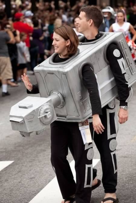 Who doesnu0027t love a couple that shares their Sci-fi passion together?  sc 1 st  Oddee & 10 Most Creative Matching Costumes for Halloween - couple halloween ...