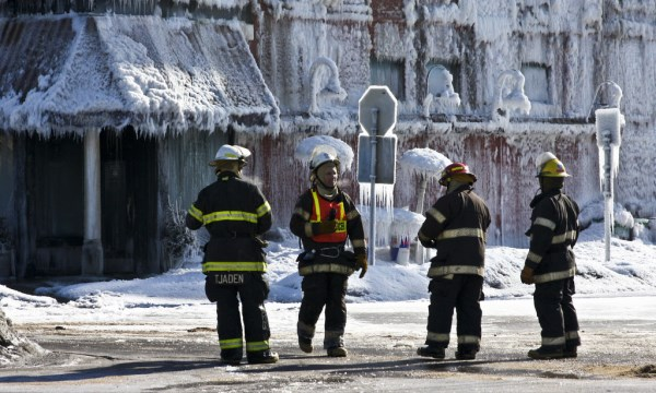 12 Fascinating Images Of Extreme Cold Weather Conditions