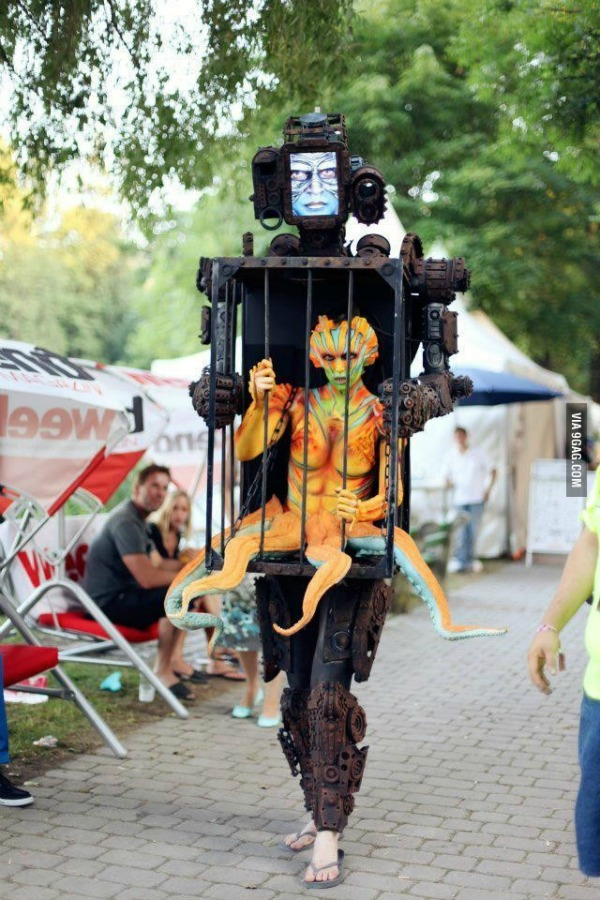 4robot with an alien in a cage - Aliens Halloween Costume Baby