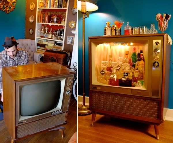 https://www.oddee.com/wp-content/uploads/_media/imgs/articles2/a99194_home-bar_10-vintage-tv.jpg