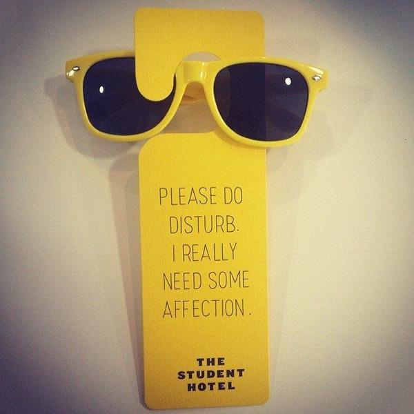 Door Hanger Design do not disturb: 15 more creative hotel door hangers - oddee