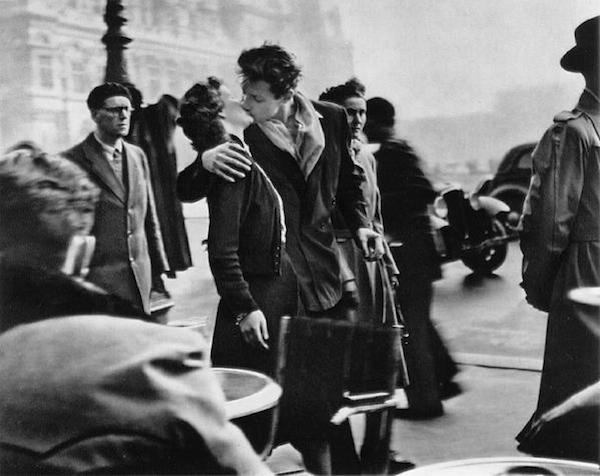 Weve All Seen Robert Doisneaus Black And White Photograph Of A Couple Swept Up In Spontaneous Kiss Paris City Hall Forms The Backdrop Behind Them