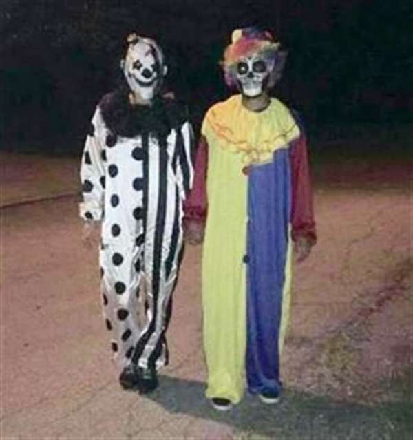 4The couple who posted a photo of themselves as clowns and frightened an entire town & 9 Creepy Cases of Clown Hysteria - Oddee